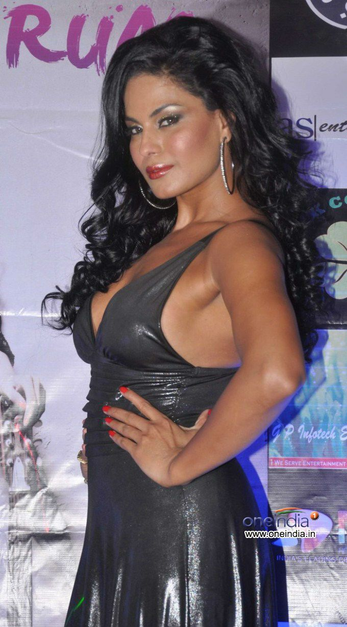 Veena Malik to Pose Nude in Playboy For $1 Million? - The