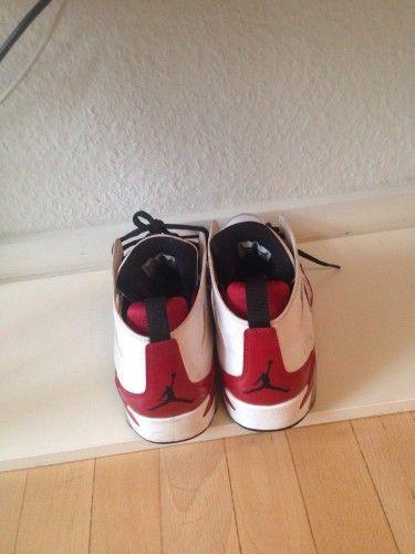 Jeg sælger skoene da størrelsen er for stor til mig. De er blevet brugt 2 gange og er derfor i næsten perfekt stand. Jeg vil mene at en str 39 også sagtens ville kunne bruge dem.. BYD