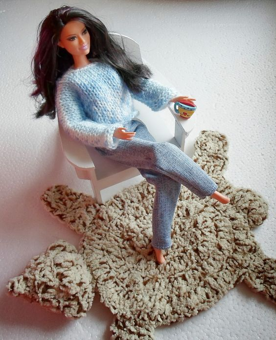 Happier Than A Pig In Mud: Bear Skin Rug for Barbie-Crochet. This pattern looks like it would be easy to modify for a regular person size rug!