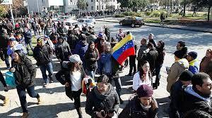 Venezolanos residentes en Chile participan en plebiscito simbólico contra Nicolás Maduro SANTIAGO.- Durante la jornada de este domingo se está llevando a cabo un plebiscito simbólico en contra del Presidente venezolano Nicolás Maduro y su cuestionado proyecto de Asamblea Constituyente.