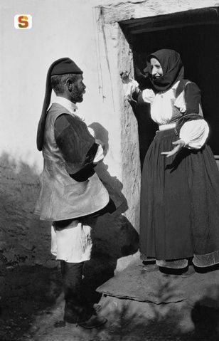 Coppia in abiti tradizionali di Orani
