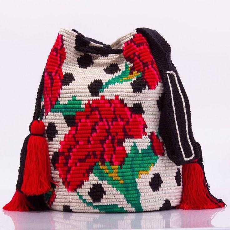 The original Chorrera bag พร้อมส่ง ไซส์ L มีมาจำนวนจำกัดนะคะ สนใจไลน์มาได้เลยค่ะ line: @wayuustylebkk (มี @ นำหน้า) #wayuubags #wayuu #กระเป๋าถัก #กระเป๋าสะพาย #ของแท้ #กระเป๋าวายู #พร้อมส่ง