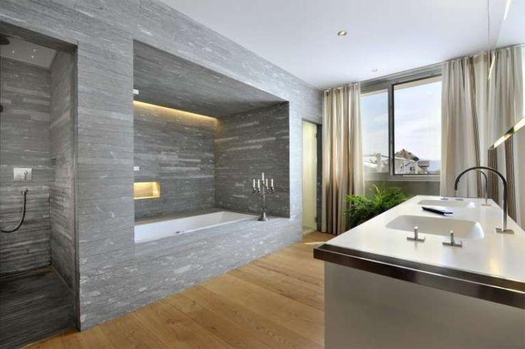 Tende dalle tonalità neutre - Come scegliere le tende per il bagno per un ambiente dal design moderno.