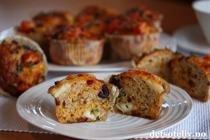 Matmuffins med ost, tomat og oliven
