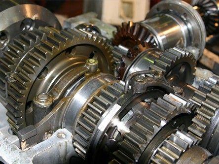 Wymiana oleju przekładniowego opisana na stronie: http://www.iparts.pl/artykuly/wymiana-oleju-przekladniowego,63.html