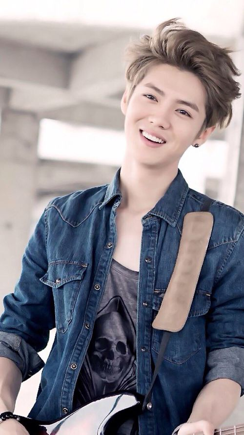 Luhan THIS IS MY FAVORITE PICTURE OF LUHAN NOW