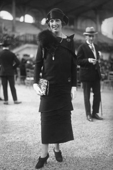 beautiful woman, dress, curves, stole.  September 1923