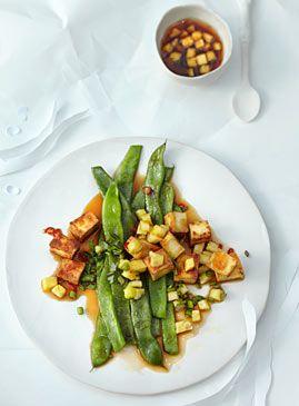 Schnibbelbohnen mit Tofu und Ananas-Salsa - Ananas: süß oder herzhaft - [LIVING AT HOME]