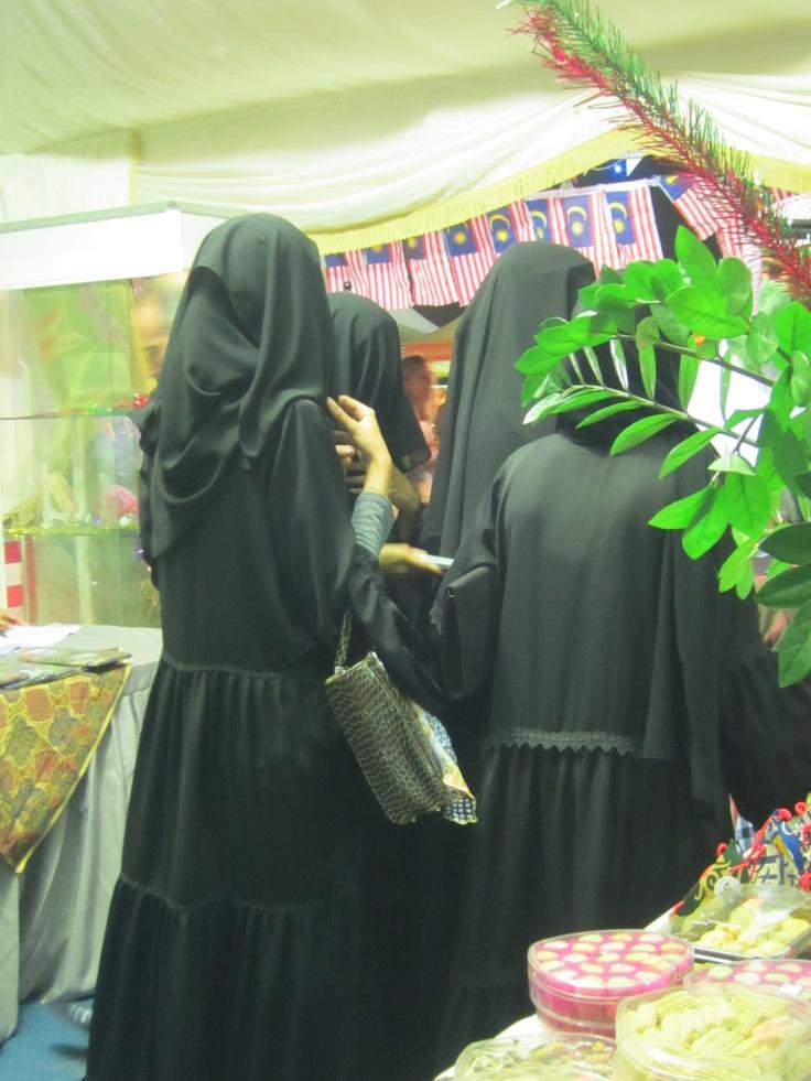 more gorgeous abaya!