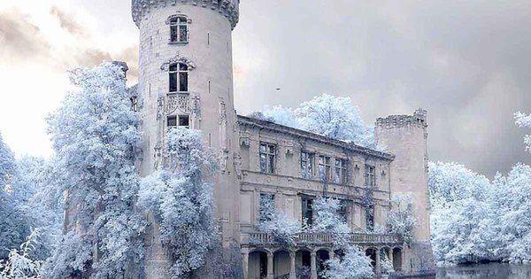 Slottet övergavs 1932.