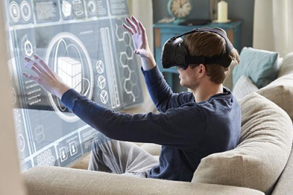Microsoft Edge: Browser unterstützt mit WebVR Hololens-Brillen Das Edge Entwicklungs-Team beginnt damit, WebVR – einen Virtual Reality Standard – in den neuesten Microsoft Browser zu integrieren. Wenn das gelingt, können wir zukünftig in einer mehrdimensionalen Umgebung im Netz surfen.