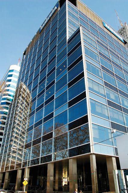"""IRSA CP obtuvo su primera certificación de edificio """"verde"""" por la torre Bouchard 710   El edificio de oficinas Bouchard 710 de IRSA PROPIEDADES COMERCIALES (IRSA CP) logró la certificación LEED Gold en la categoría operación y mantenimiento de edificios existentes que otorga el U.S. Green Building Council. Se trata del primer edificio verde (sustentable) de la compañía.  La certificación LEED Gold se alcanzó a partir de la implementación de un conjunto de normas relacionadas con el consumo…"""