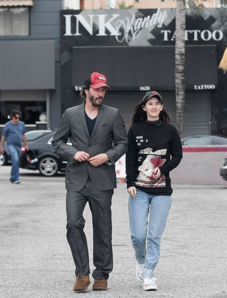 Keanu Reeves and his goddaughter Isabella enjoy a mother's day lunch in Hollywood. May/2016