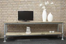 Moderne en stijlvolle steigerbuis tv meubel, dat uitstekend past bij deze moderne tijd. Het steigerbuis tv meubel heeft, met een lengtemaat van 210 cm, twee schappen om uw apparatuur op te plaatsen. Het steigerhout geeft een stoere uitstraling, wat het eigentijdse ontwerp nog eens benadrukt.