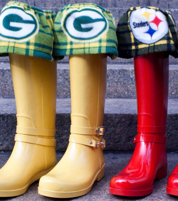 LOVE these rain boot liners! Perfect for supporting your favorite team! #sewjoann
