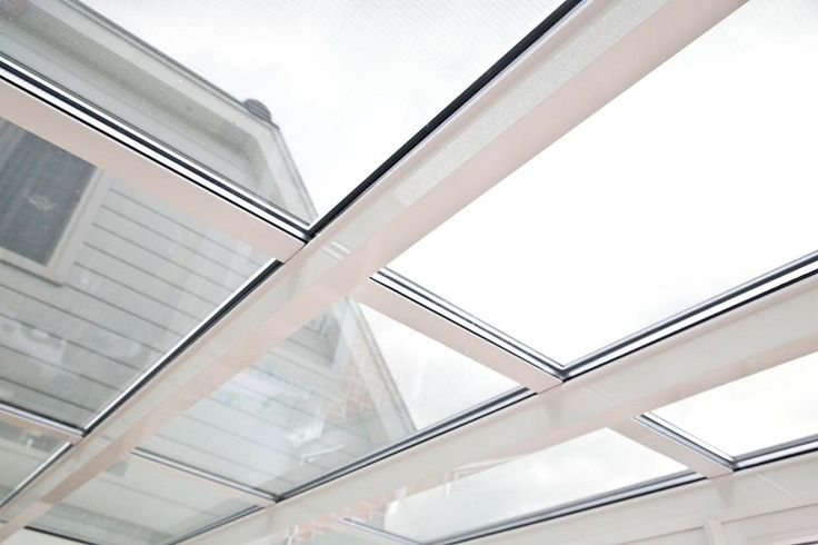 serre met transparante zonnepanelen