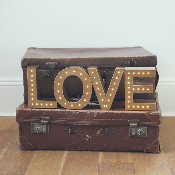 Autoportante lettre de renom d'amour léger - à piles