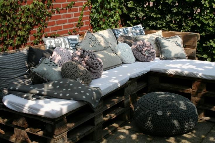 lounge bank van pallet! Staat al in mijn tuin! Heel gemakkelijk!
