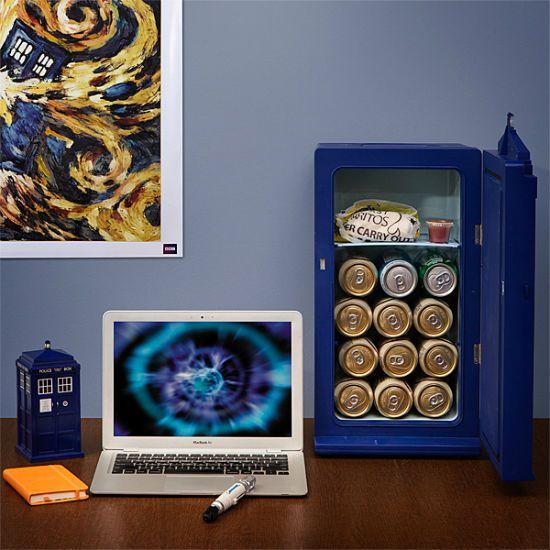 tardis-desktop-mini-fridge