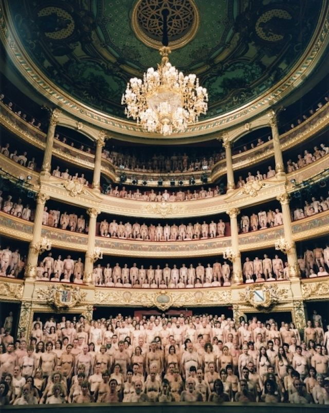 Spencer Tunick takes very conceptual nude bodies photos in nature, in majestic places such as museums or theaters and in cities.