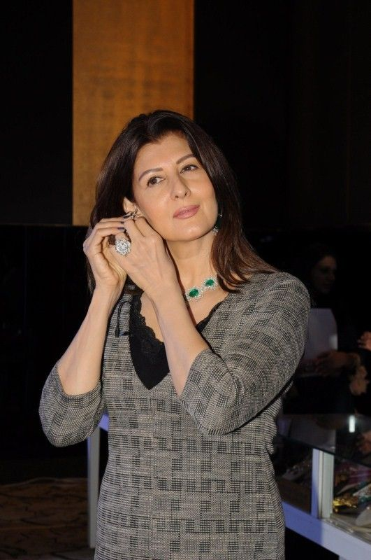 bollywoodmirchitadka: Sangeeta Bijlani and Namrata Baruwa Shroff Spotted...