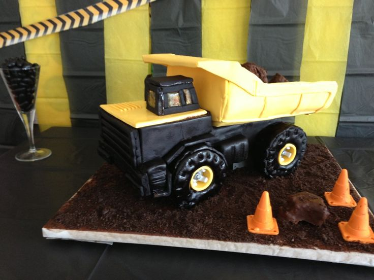 Dump Truck Cake Would be great for Moose's 3rd birthday!