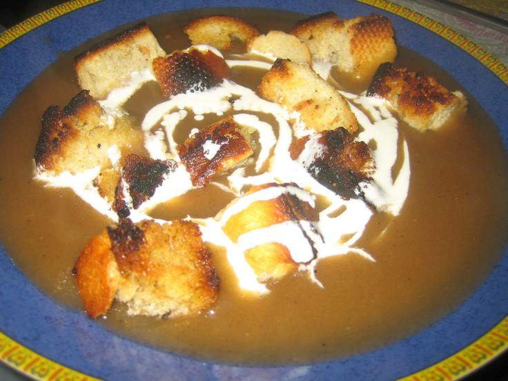 emma.cuisine.over-blog.com emma.cuisine.over-blog.com Voici une recette typiquement alsacienne qui est excellente et facile à faire: la soupe de farine grillée, la Gebrenndi Mehlsupp. Elle s'accompagne avec de la crème fraiche et des croûtons grillés...