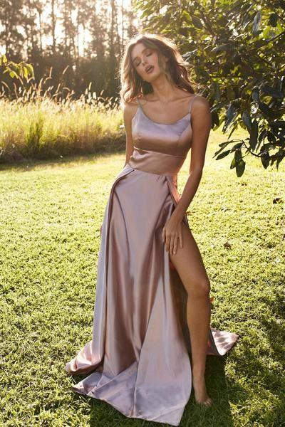 A & N Vanessa – Lila Satinkleid Mit Meerjungfrauenzug Und Schlitz – A & N Luxe Label   – Creativity // Fashion Design