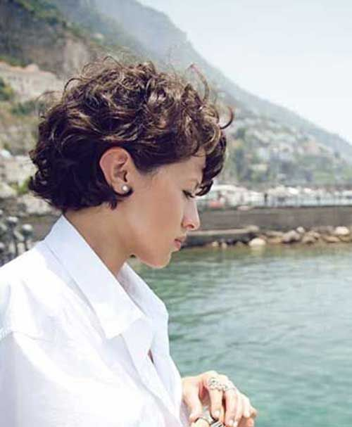40 Incredibly Pretty Short Hairstyles For Curly Hair That Make You Say WOW! | EcstasyCoffee