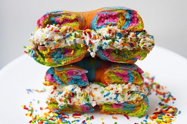 Rainbow Food mania: è ora di dire basta?! - Latte di unicorno, formaggio arcobaleno, bagel multicolor, toast azzurri, noodle rosa, pizza psichedelica e sushi colorato come una confezione di pennarelli. La rainbow mania si è forse fatta un po' prendere la mano? - Read full story here: http://www.fashiontimes.it/2017/06/rainbow-food-mania-ora-dire-basta/