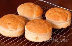 Mis kokusuyla evinizde müthiş lezzetli kokular yaratan hazırlanması kolay bir tariftir, İngiliz Kahvaltı Çöreği . Yanında tereyağıyla ve mutlaka sıcakken tüketilmeli..