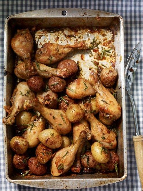 Oh So Delicious - Casserole de pilons de poulet et de pommes de terre à l'ail et au romarin - Châtelaine
