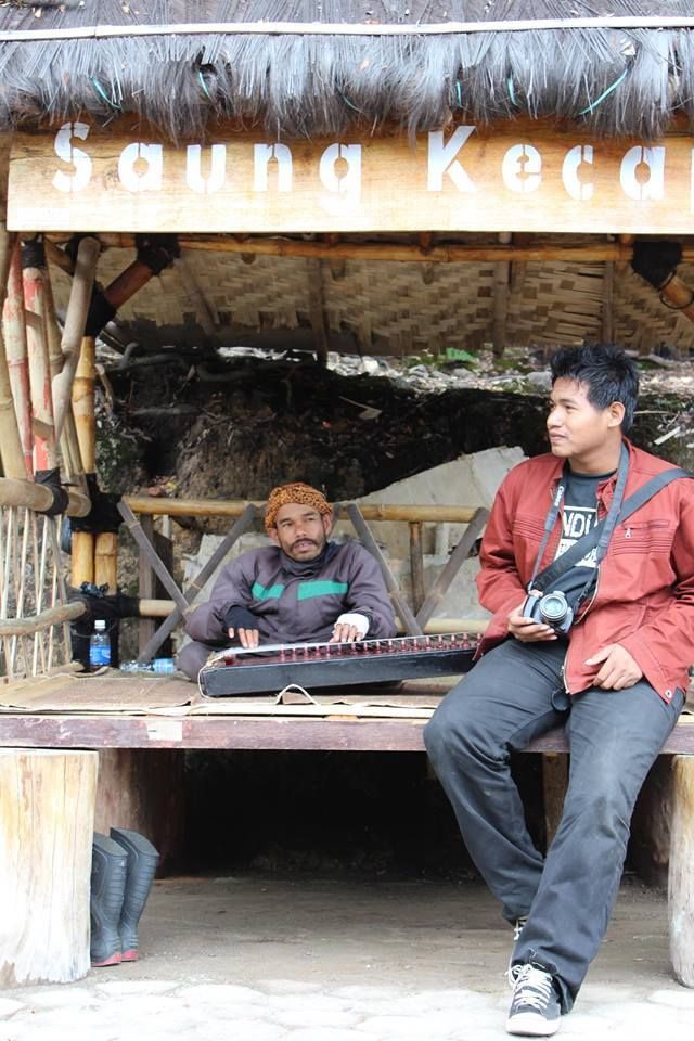 "In SaunG Kecapi "" TraditionaL Music """