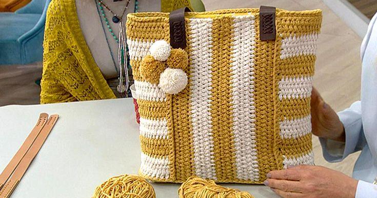 """Hafta içi her gün teve2 ekranlarında yayınlanan """"Derya Baykal'la Gülümse"""" ye Sibel Kavaklıoğlu konuk oldu. Sibel Kavaklıoğlu çanta yapımını gösterdi. Koton ip ve 4 numara tığ ile örülen çantaların yapımı da oldukça kolay. İstediğiniz renkte yapabileceğiniz bu çantaları severek kullanacaksınız."""