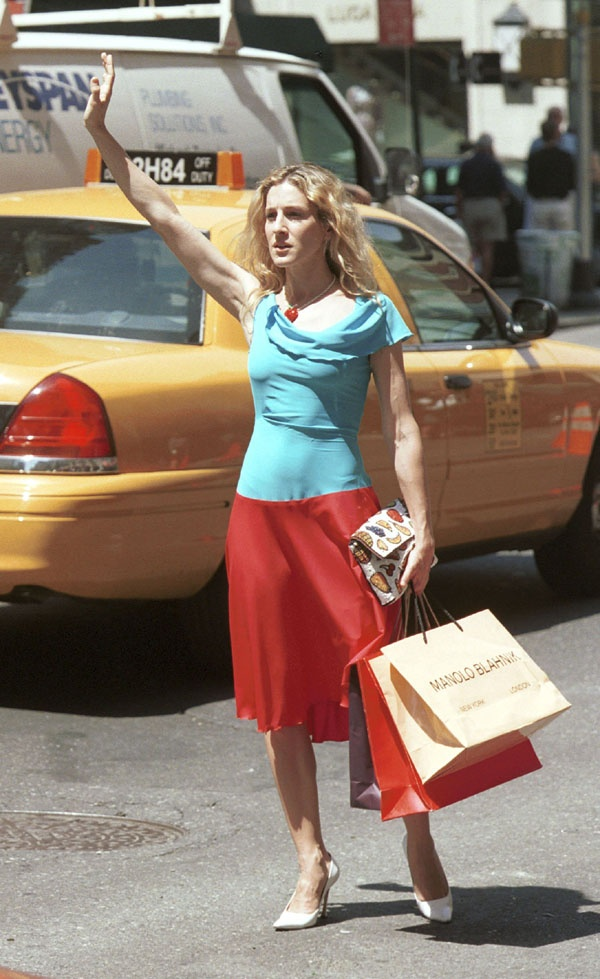 red skirt blue shirt - taxi --- Sarah Jessica Parker - SATC - Carrie Bradshaw - set - sex and the city