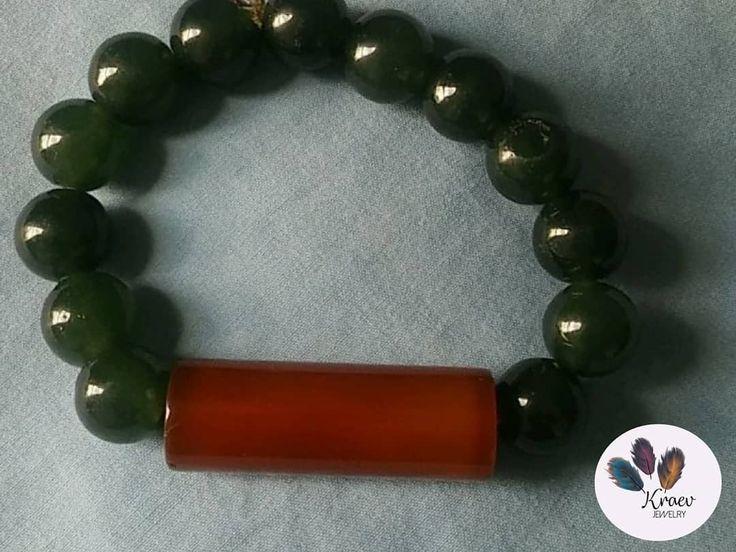 Esta pulsera con piedra Jade y Ágata color café es ideal para un look sobrio y sofisticado.  Ref: 015 ¡Pregunta por ella! 📲 3207114361 - 3206187704 *Sujeto a disponibilidad   #KraevJewelry #Necklace #Collar #Collares #Bracelet #PiedrasNaturales #Pulsera #piedras #Jewelry #Accesorios #Accesories #Acero #Jade #Agatapiedra