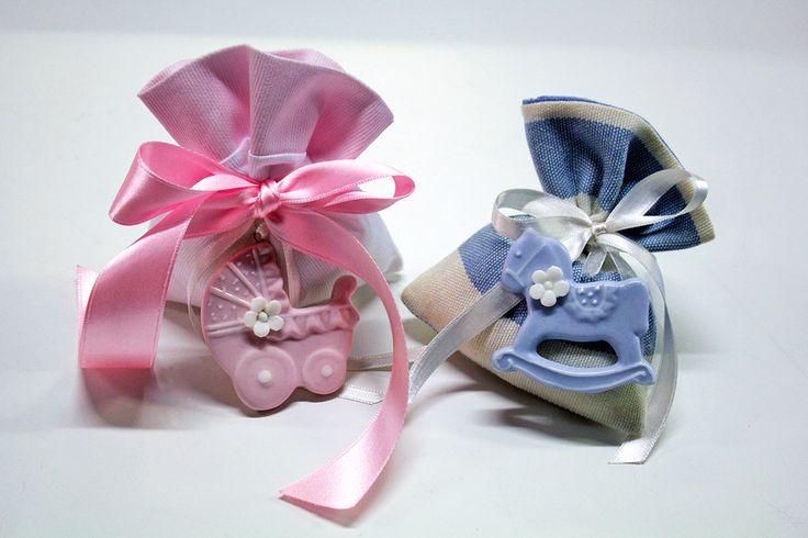 #Sacchetti con #ciondoli e #nastri per le nascite dei #bambini.