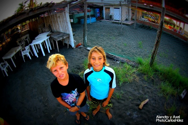 Little surfer friends.. #groms #littlesurfers