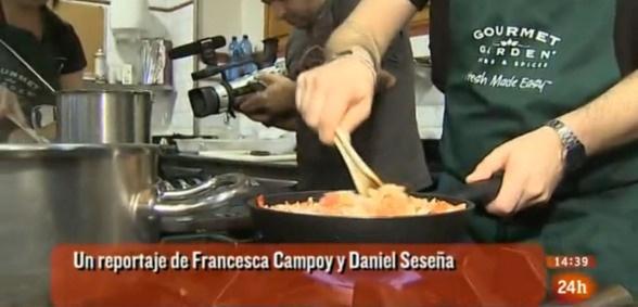 El programa Cámara Abierta 2.0 de TVE, dirigido por Daniel Seseña, acercó su mirada al mundo de los blogs y la cocina, con motivo del concurso Blog Off / Cook Off en cuya final participé.