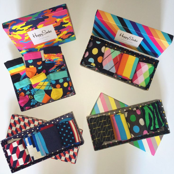 HAPPY GIFTS! Voor zowel dames als heren zijn deze giftboxen verkrijgbaar. Ook voor de allerkleinste hebben wij een #giftbox met zes Happy Socks verkrijgbaar. Allemaal met een gezellig printje en veel kleur! Laat je inspireren & kom gezellig bij ons langs. Wij pakken het ook nog eens extra leuk in! Sinds kort ook verkrijgbaar in onze webshop!