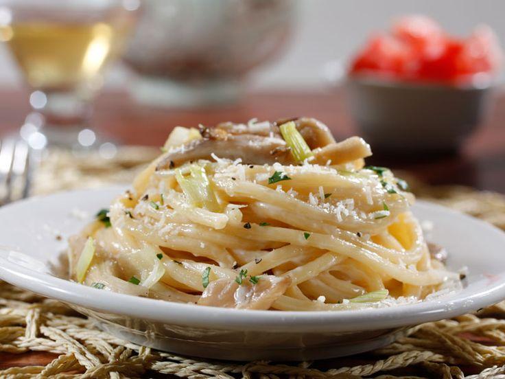 ... Collezione Bucatini with Creamy Leek & Mushroom Sauce Recipe | Barilla