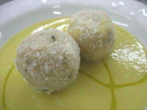 Gnocchi di pane ripieni di Montasio con vellutata di porro