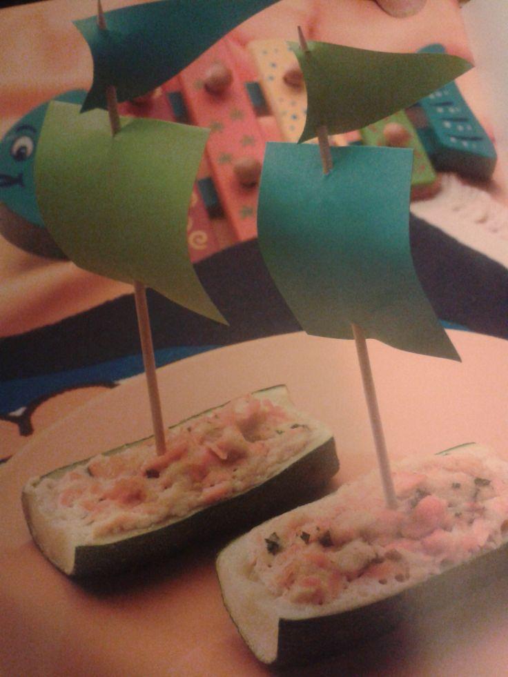 Barquitos de calabacín rellenos de salmón. http://consejosmaminovata.blogspot.com.es/2014/05/barquitos-de-calabacin-rellenos-de.html