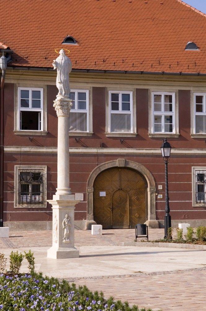 Vác, Hungary: Irgalmasrendi Kórház és Görög Katolikus Kápolna