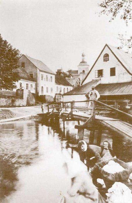 malá Jizera u Votrubcovy elektrárny u náhonu, kolem r. 1940