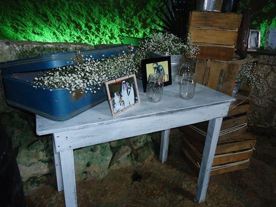 CBA137 Weddings Riviera Maya xcaret Vintage spot / bodas riviera maya, Vintage suitcases and rustic table