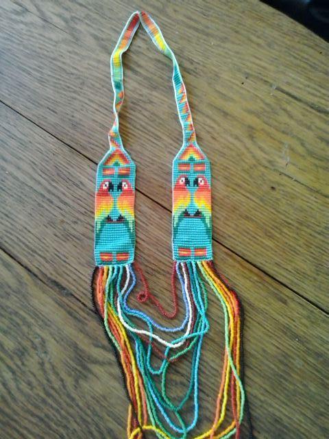 Collar elaborado por la comunidad Emberá Chami de Colombia.