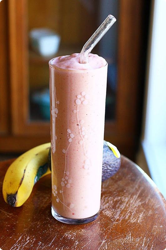 Strawberry avocado smoothie - it's like drinking a big (yet secretly healthy) strawberry milkshake for breakfast!