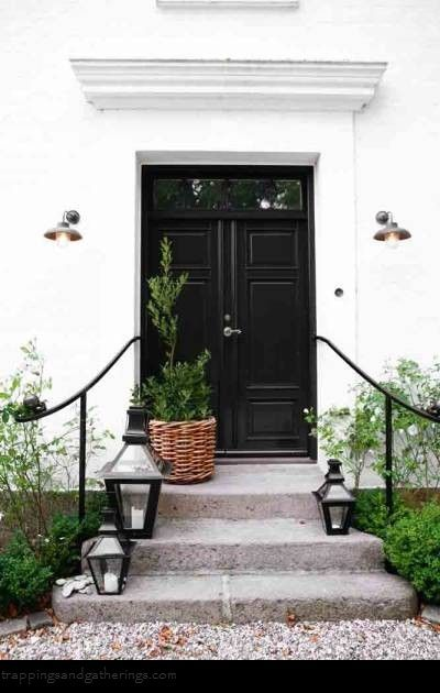 black front doorBlack Doors, Black And White, Frontdoors, Black Front Doors, Black White, Curb Appeal, Lanterns, Entrance, Front Porches