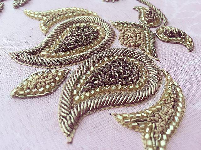 Details Dabka and cutdana embroidery for a custom order #perniaqureshi #perniaqureshilabel #perniaspopupshop #bestylish #embroidery #dabka #cutdana #custom #custommade #details